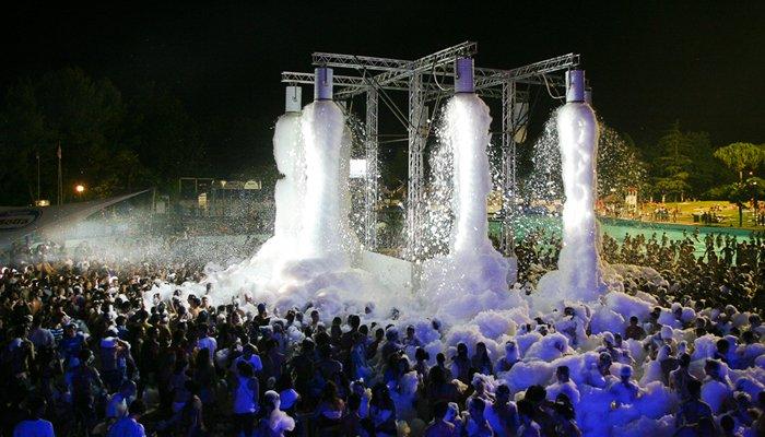 Spumeggiante schiuma party all'Aquafan Riccione